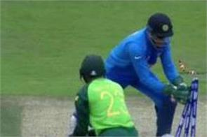 dhoni brilliant stumping to dismiss andile phehlukwayo in world cup