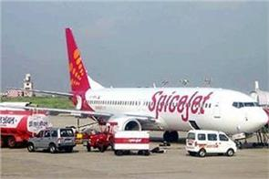 spicejet delayed the flight from adampur to delhi by 45 minutes