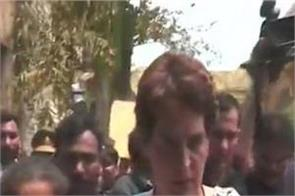 sonbhadra firing victims meet priyanka gandhi vadra