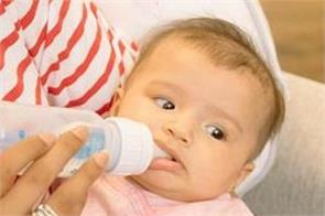 baby vomits after breastfeeding know what is the reason