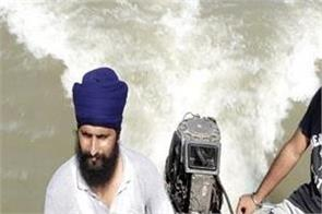 flood victims help boat jalandhar sutlej river