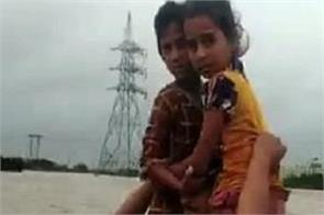 gujarat police constable saved child