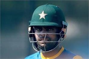 umar akmal accuses former pakistan int l of corrupt approach