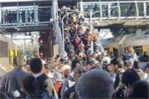 tourist discomfort due to timely delays on sydney  s trains