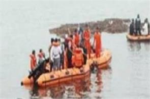 people feared drowned in tourist boat godavari river