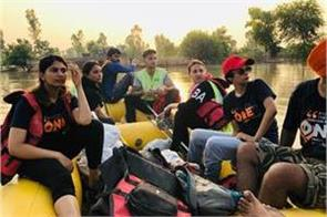 himanshi khurana friends in support of flood affected peoples