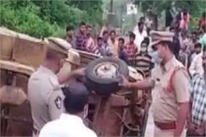 andhra pradesh road accident van 6 people death