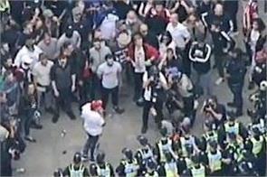 australia  protesters  police