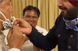 navjot singh sidhu celebrated his birthday with harish rawat