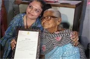viral video 70 year old bibi manisha gulati