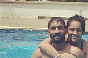 dinesh karthik  wife  deepika  underwater pictures  instagram