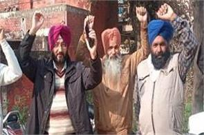power workers protested and chanted slogans in support of their demands