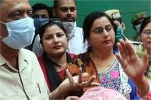 congress lady arrives at kalia s house to give gifts