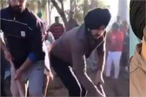 jass bajwa join hand with farmers in removing the huge pile