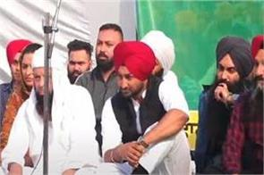 punjabi singers arrive at farmers dharna in phagwara