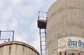 unemployed pti teachers climb on water tank in sangrur