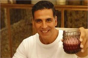 reason why akshay kumar not going to any party in b town