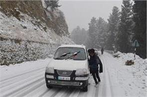 snowfall in kashmir valley 86 km long historic mughal road still closed