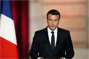 president of france emmanuel macron has no coronavirus symptoms