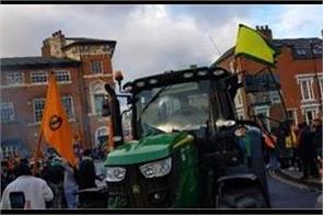 car rally in favor of farmers in birmingham