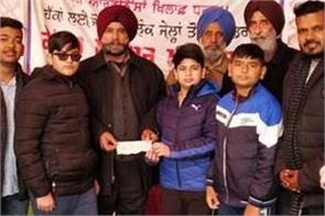 children collected money for farmer protest