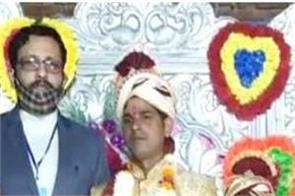 uttar pradesh dm martyr daughter father family