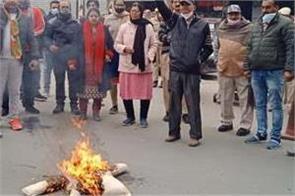 bjp leader protest agianst ravneet singh bittu