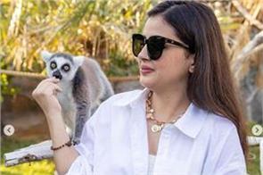 sakshi dhoni leaves for dubai watch video