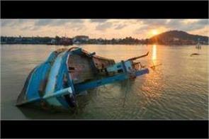 boat capsizes between uganda and congo  killing more than 30