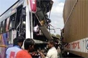 mexico  bus collide goods train