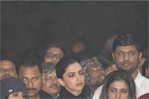 twitterati stands tall with deepika padukone as she joins jnu protest
