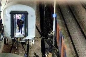 ghaziabad station suffered major accident  two parts of cafe express