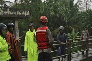indonesia floods kill 7