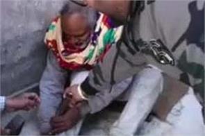 elders man chains home rupnagar
