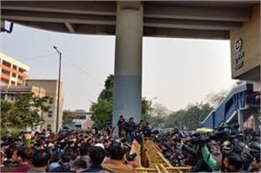 scuffle between jamia protesters   delhi police as anti caa