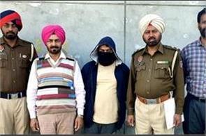 heroin case in smuggler arrested