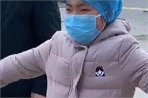 coronavirus nurse hugs daughter lifts video