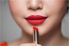 strange country red lipstick can be sentenced to death
