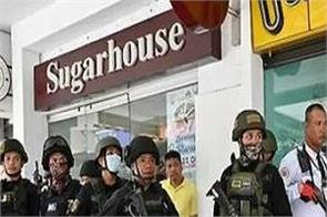 30 people hostage in manila shopping mall