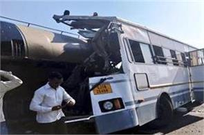 severe road accident in tapi district of gujarat 7 dead
