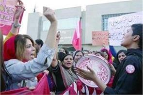 pakistani women pull out   independence march    fanatics wear rain boots