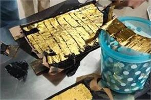 24 lakh gold confiscated from travelers from dubai