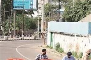 strict attitude of police  sealed off main roads of city