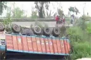 bihar truck bus road accident 9 migrant workers death