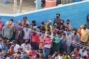 tamil nadu migrant workers gather train passes