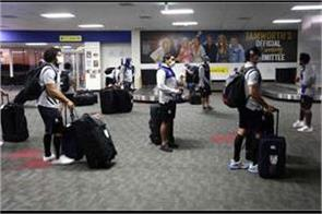 new zealand rugby team arrives in australia to play in corona call