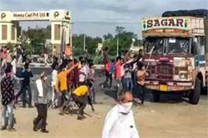 gujarat  migrants attack police near rajkot