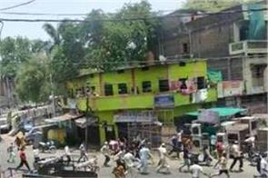 breaking curfew in indore crowds on road