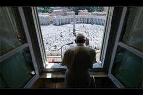 pope francis begins tradition of addressing devotees at st  peter  s