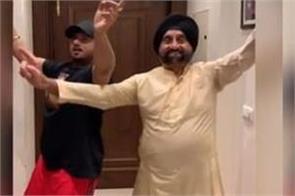 yo yo honey singh shares his bhangra video with father